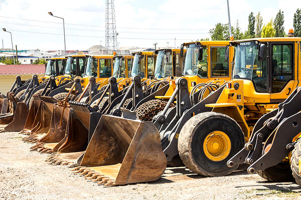 Selling Heavy Machinery in an Auction